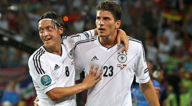 Mesut Ozil, Mario Gomez, Germania