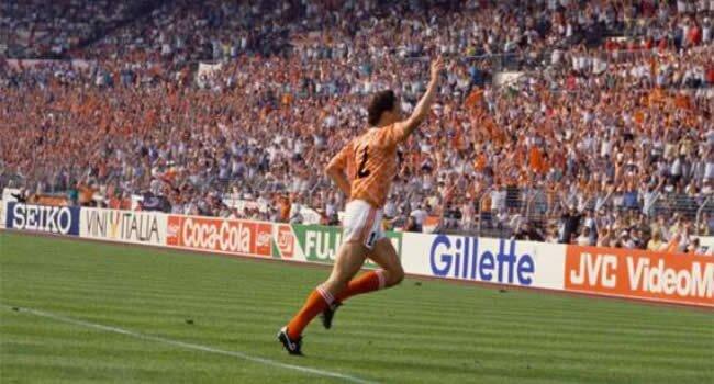 Van Basten celebrând golul spectaculos din finala Euro 1988