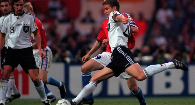 Bierhoff înscrie golul de aur cu care Germania câştigă Euro 1996
